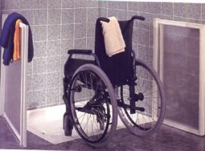 silla de ruedas en ducha